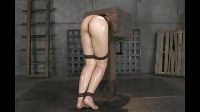 Busty 19yo Küken gefingert und nackte hausfrauen ab 40 gefickt