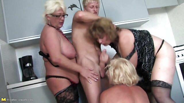Oma reife sexy frauen nackt nimmt es hart von hinten