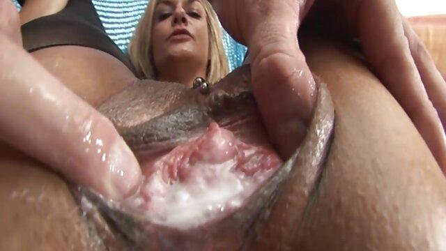 Gut aussehende reife frauen über 50 nackt masturbieren vor einer cam