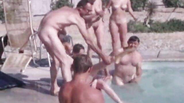 Gerade twink reife frauen nackt am strand trio cumming zusammen
